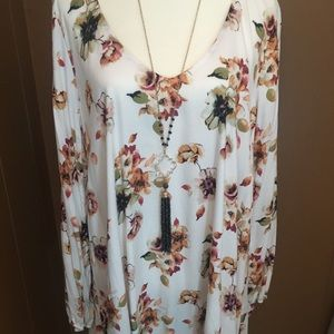 Together you and I Tops - V Neck Floral Boutique Tunic Top